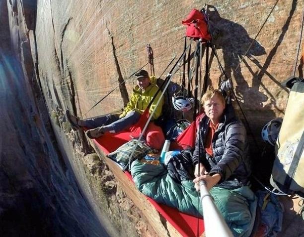 Самые необычные и опасные селфи в мире (25 фото)