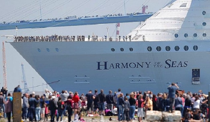 Allure of the Seas - самый большой круизный лайнер