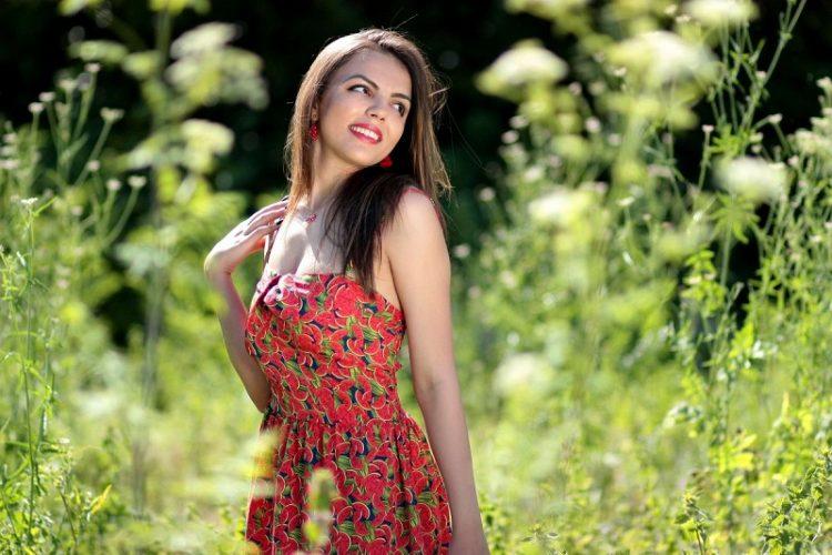 Красивые девушки на природе