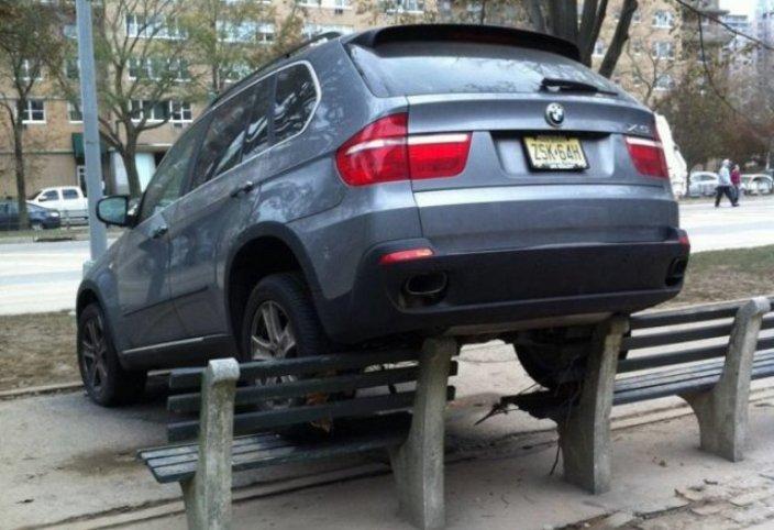Автомобилисты, которые паркуются как чудаки, 50 фото