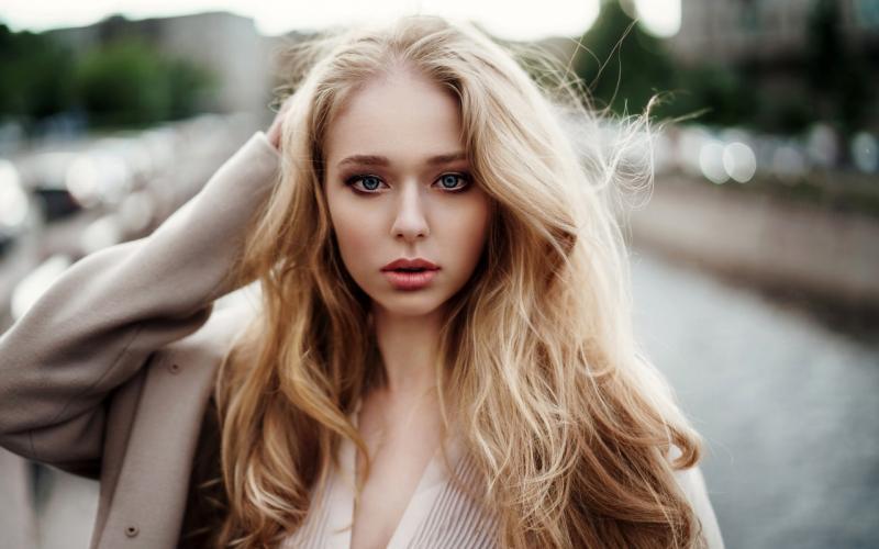 Брюнетки и блондинки: такая разная красота